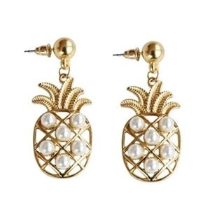 NWT Pineapple Gold + Pearl Stud Earrings